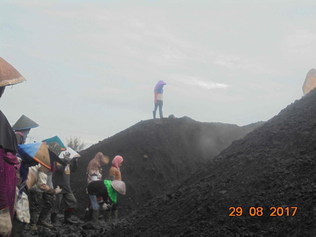 Galang Bantuan Untuk Buruh Batu Bara