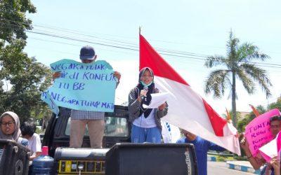 Ketika anak petani korban PLTU batu bara orasi di depan kantor gubernur