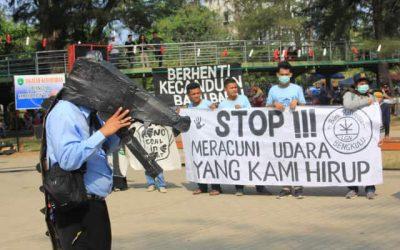 Dukungan tutup PLTU dari warga diserahkan ke hakim